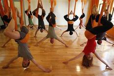<p>Students take part in a yoga class at the Om Factory in New York August 16, 2011. REUTERS/Shannon Stapleton</p>