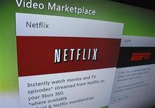 """<p>Imagen de archivo del sitio web Netflix visto desde la pantalla de un televisor en Encinitas, EEUU, jul 25 2011. Netflix va a separar su negocio de películas en """"streaming"""" de su servicio de DVD por correo, que se llamará Qwikster, dijo el presidente de la compañía, Reed Hastings, en una publicación del blog de la compañía. REUTERS/Mike Blake</p>"""