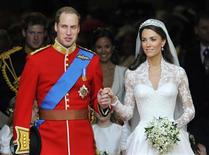<p>Britain's Prince William (L) and his wife Catherine, Duchess of Cambridge, leave after their wedding ceremony in Westminster Abbey, in central London April 29, 2011. REUTERS/Toby Melville</p>