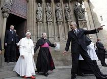 <p>Pope Benedict XVI and Bishop Joachim Wanke leave St. Mary's Cathedral in Erfurt September 23, 2011. REUTERS/Frank Augstein/Pool</p>