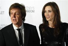 "<p>Former Beatle Paul McCartney and his fiancee, New York heiress Nancy Shevell, arrive for the world premiere of his ballet ""Ocean's Kingdom"" in New York September 22, 2011. REUTERS/Kena Betancur</p>"