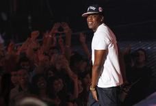 <p>Imagen de archivo del rapero Jay-Z durante su presentación en los premios MTV Video Music Awards en Los Angeles, ago 28 2011. Los New Jersey Nets serán rebautizados como los Brooklyn Nets luego de que la franquicia de la liga estadounidense de baloncesto, la NBA, cambiara de estado hacia un nuevo estadio a partir del año próximo, dijo el socio minoritario y estrella de rap Jay-Z. REUTERS/Mario Anzuoni</p>