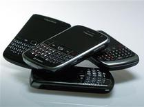 <p>Blackberry smartphones are pictured in this illustration photo taken in Berlin, October 13, 2011. REUTERS/Michael Dalder</p>