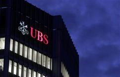 <p>The logo of Swiss bank UBS is seen on an office building in Zurich October 24, 2011. REUTERS/Arnd Wiegmann</p>
