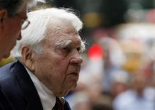 <p>CBS News 60 Minutes commentator Andy Rooney arrives for the funeral service for longtime CBS News anchor Walter Cronkite at St.Bartholomew's Church in New York, July 23, 2009. Rooney spoke at the service. REUTERS/ Mike Segar</p>