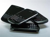 <p>Blackberry smartphones are pictured in this illustration photo taken in Berlin October 13, 2011. REUTERS/Michael Dalder</p>