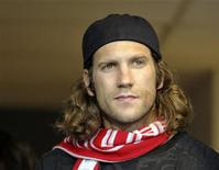 <p>German mid-fielder Torsten Frings watches Toronto FC play Vancouver Whitecaps FC during the second half of their MLS soccer match in Toronto June 29, 2011. REUTERS/Mike Cassese</p>
