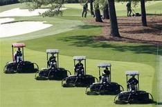 <p>Groundskeepers cut the grass on the first fairway following the final practice round for the 2008 Masters golf tournament at the Augusta National Golf Club in Augusta, Georgia, April 9, 2008. REUTERS/Gary Hershorn</p>