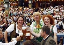 <p>Green Party members Theresa Schopper, Claudia Roth and Margarthe Bause (L-R) toast during the opening ceremony for the 178th Oktoberfest in Munich September 17, 2011. The world's biggest beer fest runs until October 3. REUTERS/Michael Dalder</p>