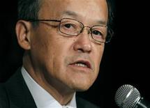 <p>Conférence de presse du président d'Olympus, Shuichi Takayama, à Tokyo. Le fabricant d'appareils photo et d'instruments d'optique a reconnu que des acquisitions controversées avaient servi à masquer des pertes sur des titres financiers remontant aux années 1980. L'action a terminé mardi en baisse de 29%. La valeur boursière du groupe a fondu de six milliards de dollars depuis la mi-octobre. /Photo prise le 8 novembre 2011/ REUTERS/Toru Hanai</p>