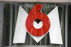 <p>M6 a vu son chiffre d'affaires reculer de 6% au troisième trimestre, à 298,6 milliards d'euros, malgré la stabilité des recettes publicitaires de sa chaîne étendard, le groupe étant pénalisé par le repli de ses activités de diversification. /Photo d'archives/REUTERS/Philippe Wojazer</p>