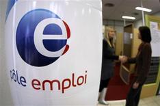 <p>L'augmentation du chômage, qui devrait bientôt frôler, voire dépasser 10% de la population active française, risque de jouer un rôle majeur dans la campagne pour la présidentielle de 2012. /Photo d'archives/REUTERS/Eric Gaillard/</p>