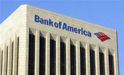 <p>Comme en Europe, les valeurs financières sont à suivre vendredi à Wall Street, à l'image de Bank of America, qui gagnait 1,8% dans les transactions d'avant-Bourse. /Photo prise le 17 novembre 2011/REUTERS/Fred Prouser</p>