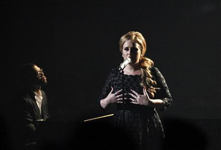 British singer Adele performs ''Someone Like You'' at the 2011 MTV Video Music Awards in Los Angeles August 28, 2011. REUTERS/Mario Anzuoni