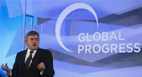 <p>El ex primer ministro británico Gordon Brown durante una conferencia de la fundación Global Progress en Madrid, oct 18 2011. La policía británica halló pruebas de que investigadores privados que trabajaban para diarios entraron en la cuenta de correo electrónico del ex primer ministro Gordon Brown cuando estaba a cargo del Ministerio de Finanzas, dijo el lunes el periódico The Independent. REUTERS/Sergio Perez</p>