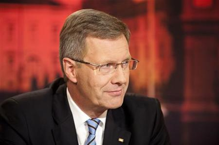 German President Christian Wulff is pictured during the recording of a television interview with journalists Bettina Schausten and Ulrich Deppendorf at the ARD main TV studios in Berlin, January 4, 2012. REUTERS/Bundesregierung/Jesco Denzel/Pool