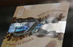 <p>A hologram security feature is seen on the new Canadian 100 dollar bill made of polymer in Toronto November 14, 2011. REUTERS/Mark Blinch</p>