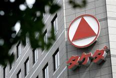 <p>Le siège de Takeda à Tokyo. Le premier groupe pharmaceutique japonais va supprimer 10% de ses postes environ, hors du Japon. L'Europe devrait être la principale victime de ce plan de rationalisation des activités. /Photo d'archives/REUTERS</p>