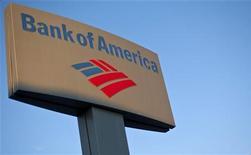 <p>Bank of America publie un bénéfice au quatrième trimestre 2011, alors qu'elle était déficitaire un an auparavant, ceci à la faveur d'éléments exceptionnels et d'une diminution des provisions pour créances douteuses. /Photo prise le 18 janvier 2012/REUTERS/Chris Keane</p>
