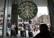 <p>People walk past the Starbucks outlet on 47th and 8th Avenue in New York in this June 29, 2010 file photo. REUTERS/Lily Bowers/Files</p>