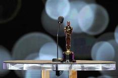 <p>Una estatuilla del premios Oscar antes del anuncio de los nominados en Beverly Hills, EEUU, ene 24 2012. La Academia de Artes y Ciencias Cinematográficas anunció el martes sus películas nominadas para la edición 84 de los premios Oscar. Los ganadores serán dados a conocer el 26 de febrero en Hollywood. REUTERS/Phil McCarten</p>