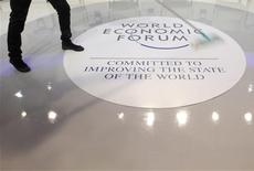 <p>A worker cleans the floor at the venue of the World Economic Forum (WEF) in Davos, January 25, 2012. REUTERS/Christian Hartmann</p>