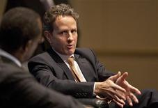 <p>Treasury Secretary Timothy Geithner speaks at the Charlotte Chamber of Commerce in Charlotte, North Carolina January 25, 2012. REUTERS/Chris Keane</p>