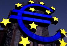 <p>A huge sculpture of the euro symbol, constructed by German [designer Ottmar Hoerll], is illuminated during a test in front of the European central bank (ECB) headquarter in Frankfurt, December 20, 2001. REUTERS/Ralph Orlowski</p>