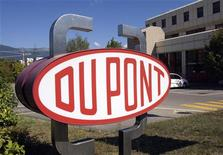 <p>A DuPont logo is pictured on the research center in Meyrin near Geneva August 4, 2009. REUTERS/Denis Balibouse</p>
