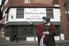 <p>Tour guide Jean Hayne of London Walks gives a Charles Dickens tour in London, February 3, 2012. The month of February marks an international celebration of the life and work of Charles Dickens on the bicentenary of his birth, which falls on 7 February 2012. To match Travel Postcard TRAVEL-LONDON/DICKENS REUTERS/Finbarr O'Reilly</p>