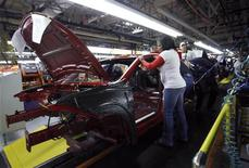 <p>Workers assemble a pre-production 2013 Dodge Dart during a tour of the Chrysler Belvidere Assembly plant in Belvidere, Illinois February 2, 2012. REUTERS/Frank Polich</p>