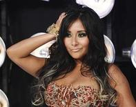 "<p>Nicole ""Snooki"" Polizzi from the MTV reality series ""Jersey Shore"" poses on arrival at the 2011 MTV Video Music Awards in Los Angeles August 28, 2011. REUTERS/Danny Moloshok</p>"
