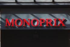 <p>Casino est prêt à négocier avec les Galeries Lafayette de la valorisation de Monoprix, dont chacun des deux groupes possède 50%, a déclaré mardi son PDG, Jean-Charles Naouri. /Photo d'archives/REUTERS/Charles Platiau</p>