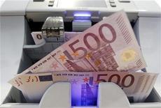 <p>Le déficit du budget de l'Etat français s'est établi à 12,5 milliards d'euros en janvier contre 13,4 milliards un an plus tôt, selon les données publiées vendredi par le ministère du Budget. /Photo d'archives/REUTERS/Pascal Lauener</p>
