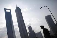 <p>Le quartier d'affaires de Pudong, à Shanghai. La Chine doit s'atteler à de rudes réformes économiques, a déclaré dimanche le vice-Premier ministre chinois, Li Keqiang, promettant des politiques flexibles en vue d'une croissance plus équilibrée et davantage tournée vers la demande intérieure. /Photo prise le 22 novembre 2011/REUTERS/Aly Song</p>