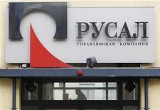 <p>Locaux de Rusal à Moscou. Le numéro un mondial de l'aluminium annonce une baisse de 92% de son bénéfice net annuel, conséquence d'une lourde dépréciation de sa participation dans le groupe minier Norilsk Nickel, en pleine bataille d'influence entre oligarques sur sa stratégie financière. /Photo prise le 19 mars 2012/REUTERS/Denis Sinyakov</p>