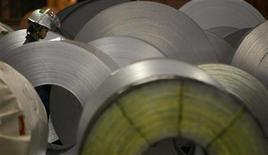 <p>Nisshin Steel va acquérir Nippon Metal Industry dans le cadre d'une OPE évaluée à 180 millions de dollars (136 millions d'euros environ) pour créer le numéro deux japonais de l'acier inoxydable, la sidérurgie japonaise se consolidant face à un marché domestique maussade et à une vive concurrence étrangère. /Photo d'archives/REUTERS/Michael Caronna</p>