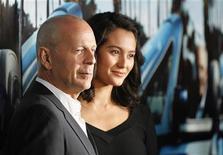 """<p>El actor Bruce Willis junto a su esposa, Emma Heming-Willis, durante el estreno del documental """"His Way"""" en Los Angeles, mar 22 2011. El actor Bruce Willis fue padre nuevamente con su esposa, Emma Heming-Willis, que dio a luz a una niña el fin de semana, dijo su portavoz. REUTERS/Mario Anzuoni</p>"""