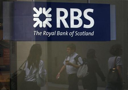 Pedestrians are reflected in the window of a branch of the Royal Bank of Scotland in London August 5, 2011. REUTERS/Suzanne Plunkett