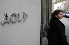 <p>AOL a annoncé lundi la vente de plus de 800 brevets et l'octroi de licences non exclusives à Microsoft pour un peu plus d'un milliard de dollars, faisant bondir le cours de son titre dans les premiers échanges. /Photo d'archives/REUTERS/Shannon Stapleton</p>