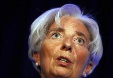 <p>La directrice générale du fonds monétaire international (FMI) Christine Lagarde a indiqué mercredi que des pays membres s'étaient engagés à fournir un total d'au moins 316 milliards de dollars de prêts au fonds pour contenir la crise de la dette dans la zone euro. /Photo prise le 3 avril 2012/REUTERS/Larry Downing</p>