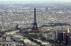 <p>Une source officielle française a jugé infondée la rumeur d'une dégradation de la note souveraine française qui a provoqué, selon des opérateurs, une forte réaction sur les marchés financiers. /Photo d'archives/REUTERS</p>