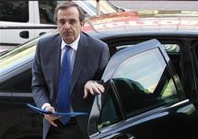 <p>Le chef du parti conservateur grec Antonis Samaras. Après l'échec de la droite conservatrice grecque, la Coalition de la gauche radicale (Syriza) va tenter ce mardi de former un gouvernement de coalition dont le programme, résolument hostile aux plans européens de sauvetage, ne ferait qu'accentuer l'incertitude sur l'avenir du pays. /Photo prise le 7 mai 2012/REUTERS/John Kolesidis</p>