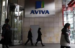 <p>L'assureur britannique Aviva, secoué la semaine dernière par une révolte d'actionnaires contre les salaires des dirigeants, a annoncé mardi la démission de son directeur général Andrew Moss avec effet immédiat. /Photo d'archives/REUTERS/Cathal McNaughton</p>