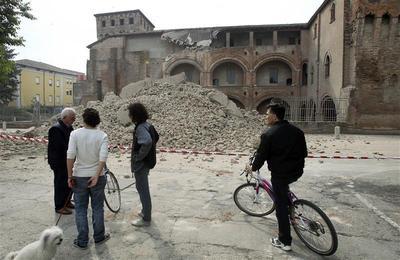 Quake damages historic town