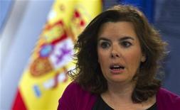 <p>La vice-présidente du gouvernement espagnol, Soraya Saenz de Santamaria. Le gouvernement espagnol a finalisé vendredi un plan de remboursement des dettes contractées dans le domaine de la santé par les régions autonomes, alors que des pharmacies sont restées fermées en protestation contre les impayés. /Photo prise le 20 avril 2012/REUTERS/Sergio Perez</p>
