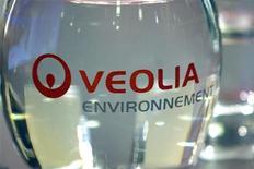 <p>Veolia Environnement à suivre à la Bourse de Paris. Selon Le Figaro et Le Monde, la Caisse des dépôts et consignations est prête à reprendre à Veolia Environnement une partie de sa participation dans le groupe de transports urbains Veolia Transdev. /Photo d'archives/REUTERS/Charles Platiau</p>