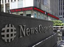 <p>Selon une personne au fait du dossier, le conseil d'administration de News Corp a approuvé le principe d'une scission du conglomérat de médias en deux sociétés cotées, l'une regroupant l'édition, l'autre l'audiovisuel et le divertissement. /Photo prise le 27 juin 2012/REUTERS/Brendan McDermid</p>