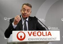 <p>Le PDG de Veolia, Antoine Frérot. Le spécialiste français des services collectifs cède son activité eau régulée au Royaume-Uni au britannique Rift Acquisitions pour une valeur d'entreprise de 1,26 milliard de livres sterling (1,54 milliard d'euros). /Photo prise le 1er mars 2012/REUTERS/Jacky Naegelen</p>