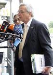 <p>Selon des responsables au sein de l'Union européenne, le Premier ministre du Luxembourg Jean-Claude Juncker devrait rester à la tête de l'Eurogroupe, tandis que l'actuel président du Fonds européen de stabilité financière (FESF) Klaus Regling va prendre la tête du Mécanisme européen de stabilité financière. /Photo prise le 28 juin 2012/REUTERS/Sébastien Pirlet</p>